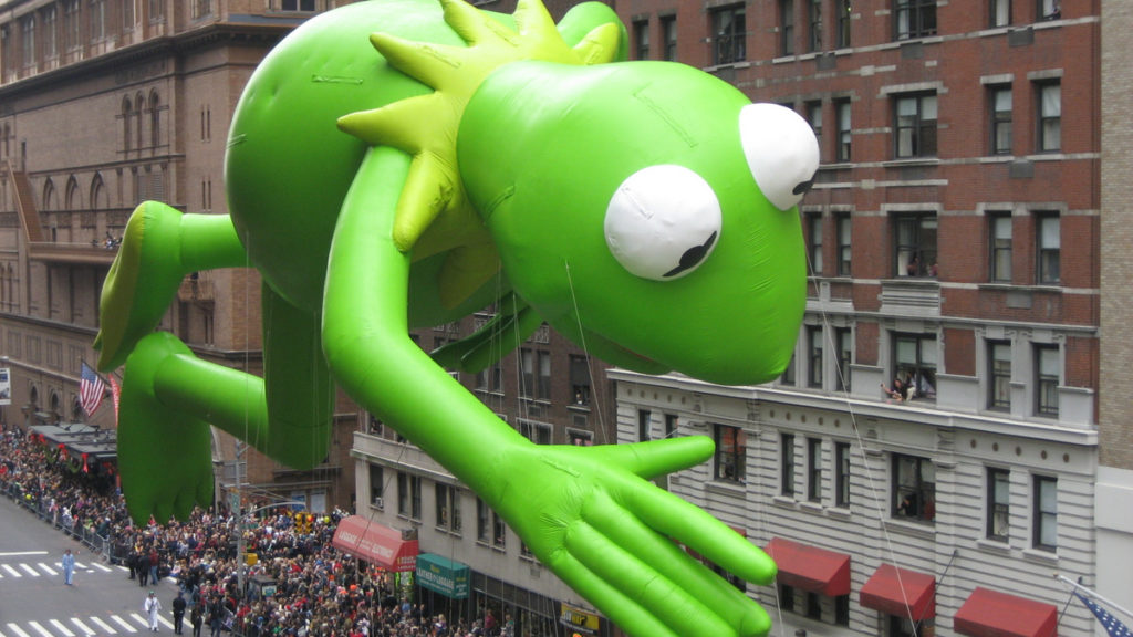 Kermit the Frog Muppet balloon at the 2009 Macy's Thanksgiving Day Parade, by Musicwala