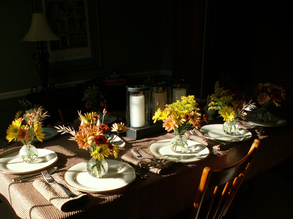 Pretty Thanksgiving table with flowers