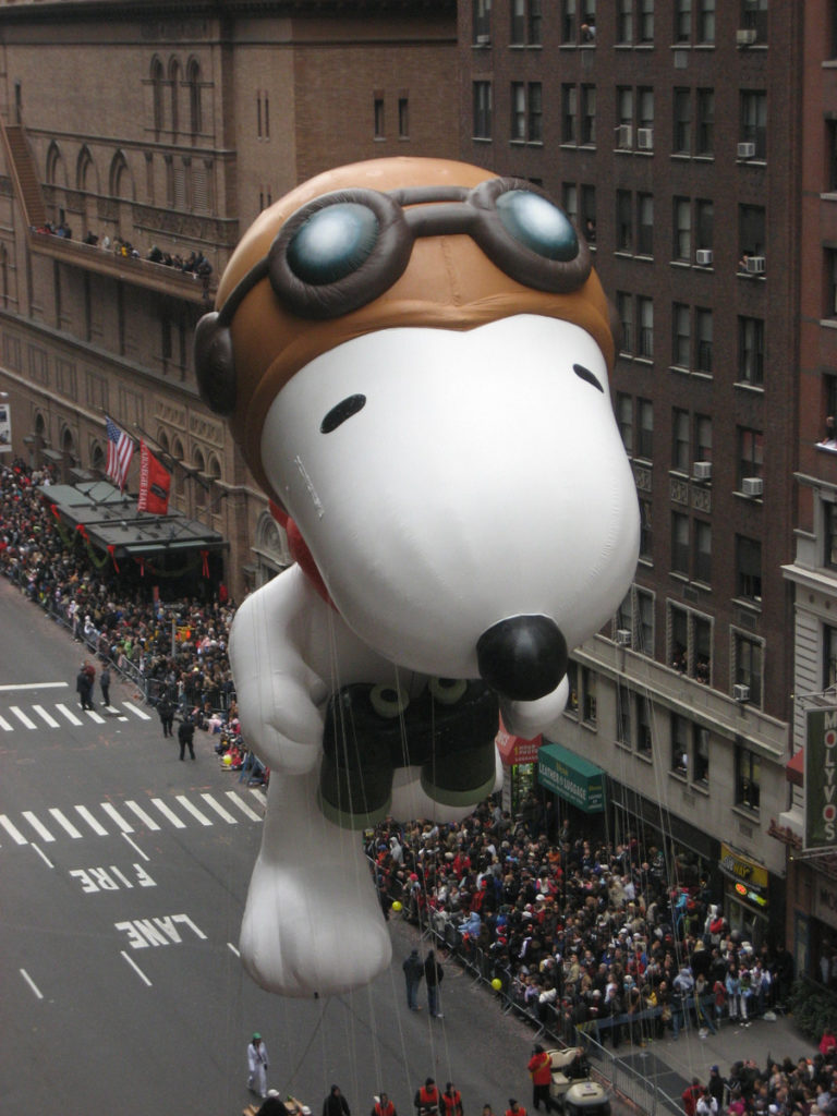 Snoopy Flying Ace at the 2009 Macy's Thanksgiving Day Parade, by Musicwala
