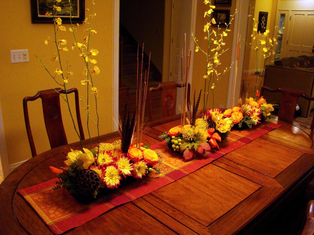 Autumn table runner and centerpieces