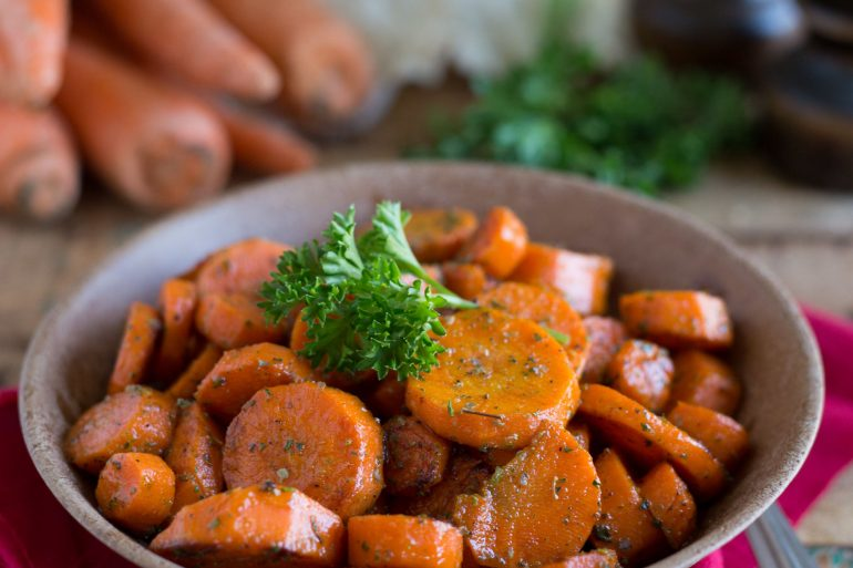 Delicious rosemary ranch glazed carrots make a great Thanksgiving vegetable side dish | Thanksgiving.com
