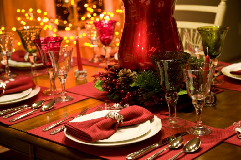 Red and green formal table setting | Thanksgiving.com