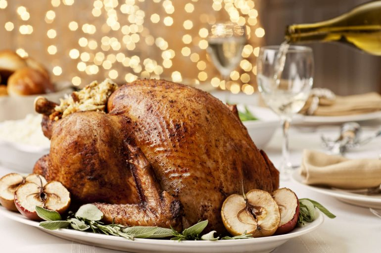 Golden delicious turkey with apples | Thanksgiving.com