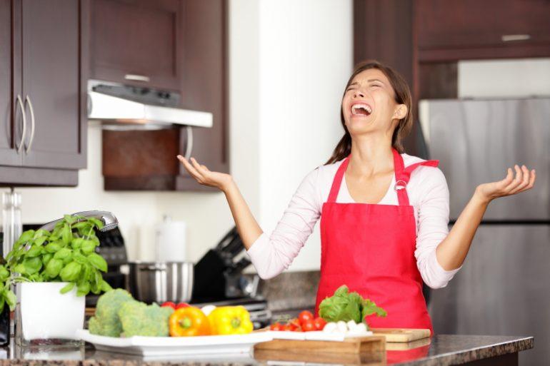 Avoid the holiday hostess meltdown | Thanksgiving.com