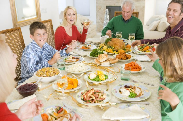 Ways for families to give back at Thanksgiving from Thanksgiving.com