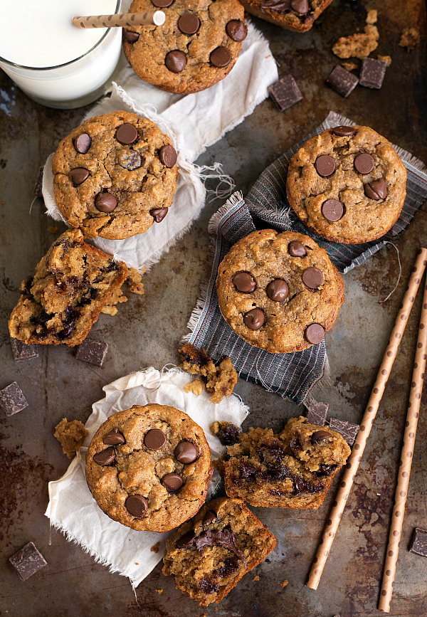 Skinny muffins with banana, peanut butter, and chocolate