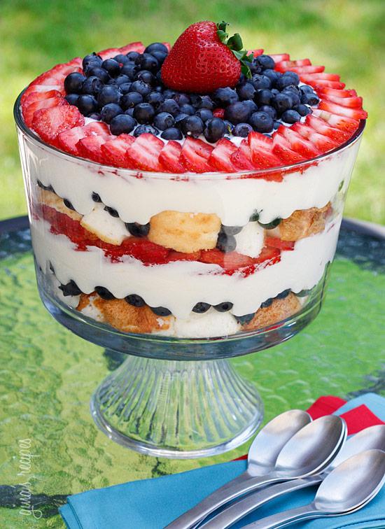 angel food cake berry trifle