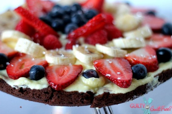 brownie and berry pizza