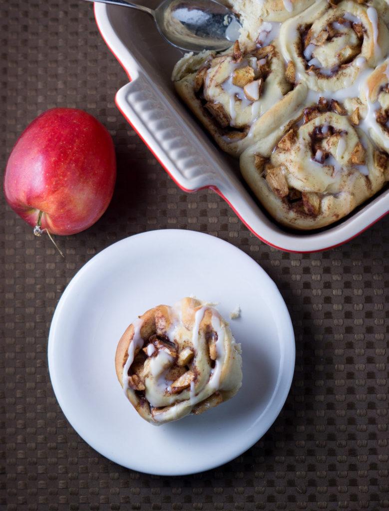 Baked Apple Cinnamon Rolls for Thanksgiving or Christmas breakfast | Thanksgiving.com