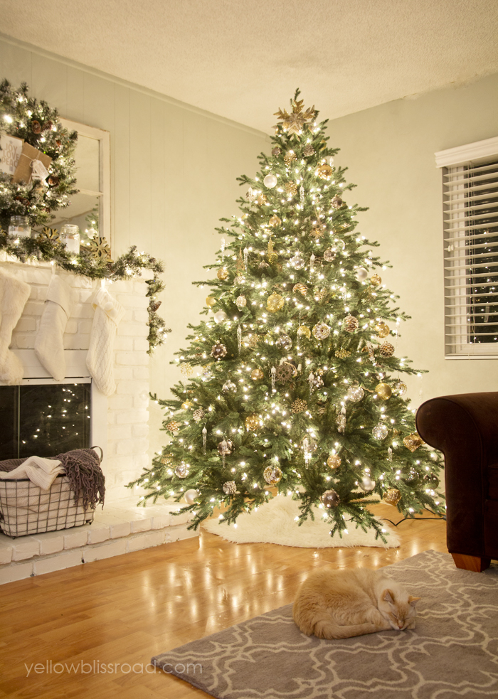How to decorate a beautiful Christmas tree