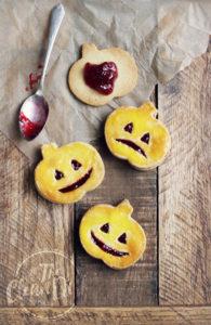 8 Jack-O-Lantern-Cookies for Halloween