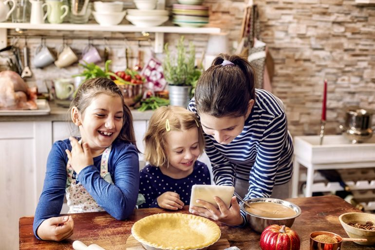 C:\Users\njp\Documents\Grateful\Thanksgiving\mom and daughters making pumpkin pie.jpg