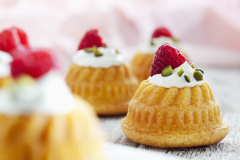 Molded muffins with ricotta cream, raspberries and pistachios