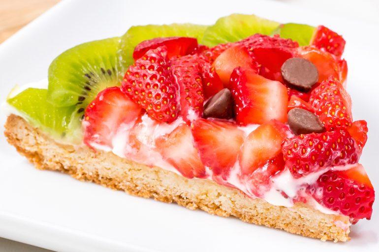 Strawberry kiwi fruit pizza