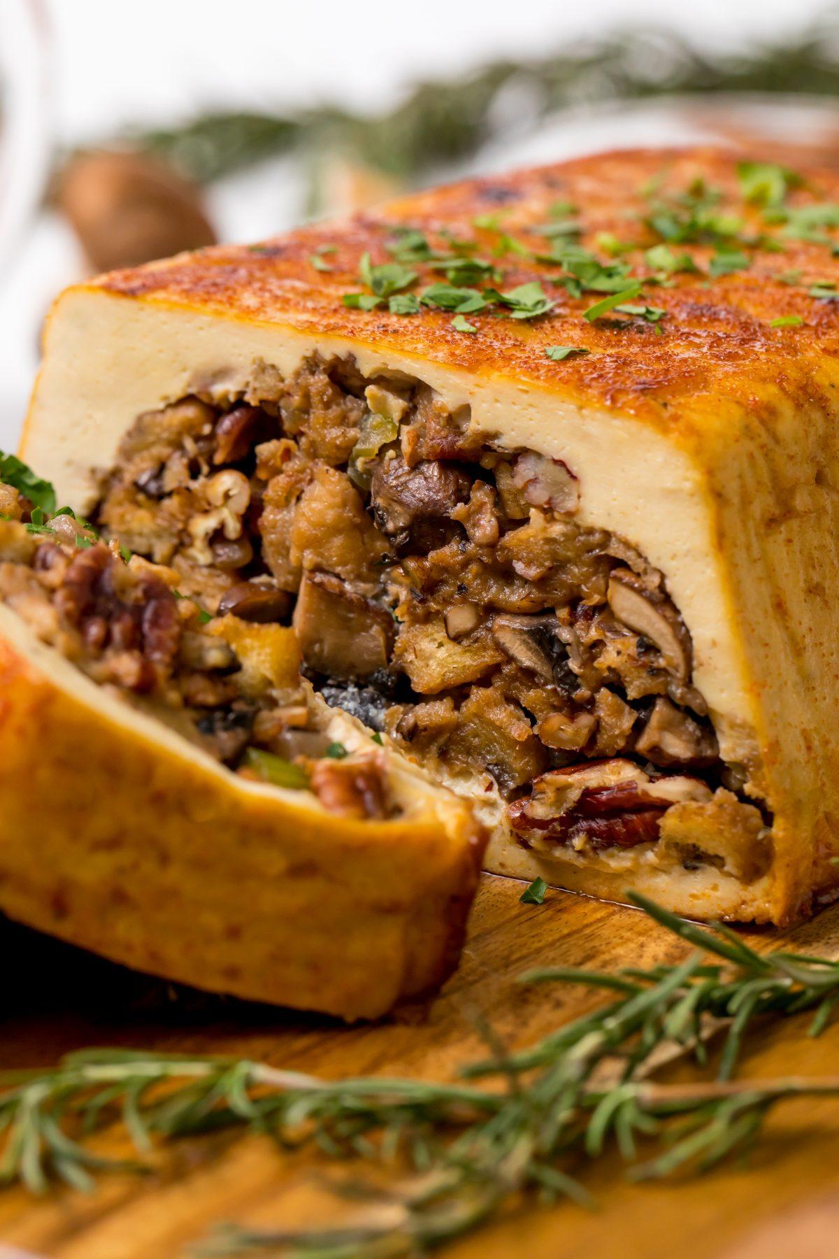 5D4B2192 Tofurky with Mushroom Stuffing Gravy