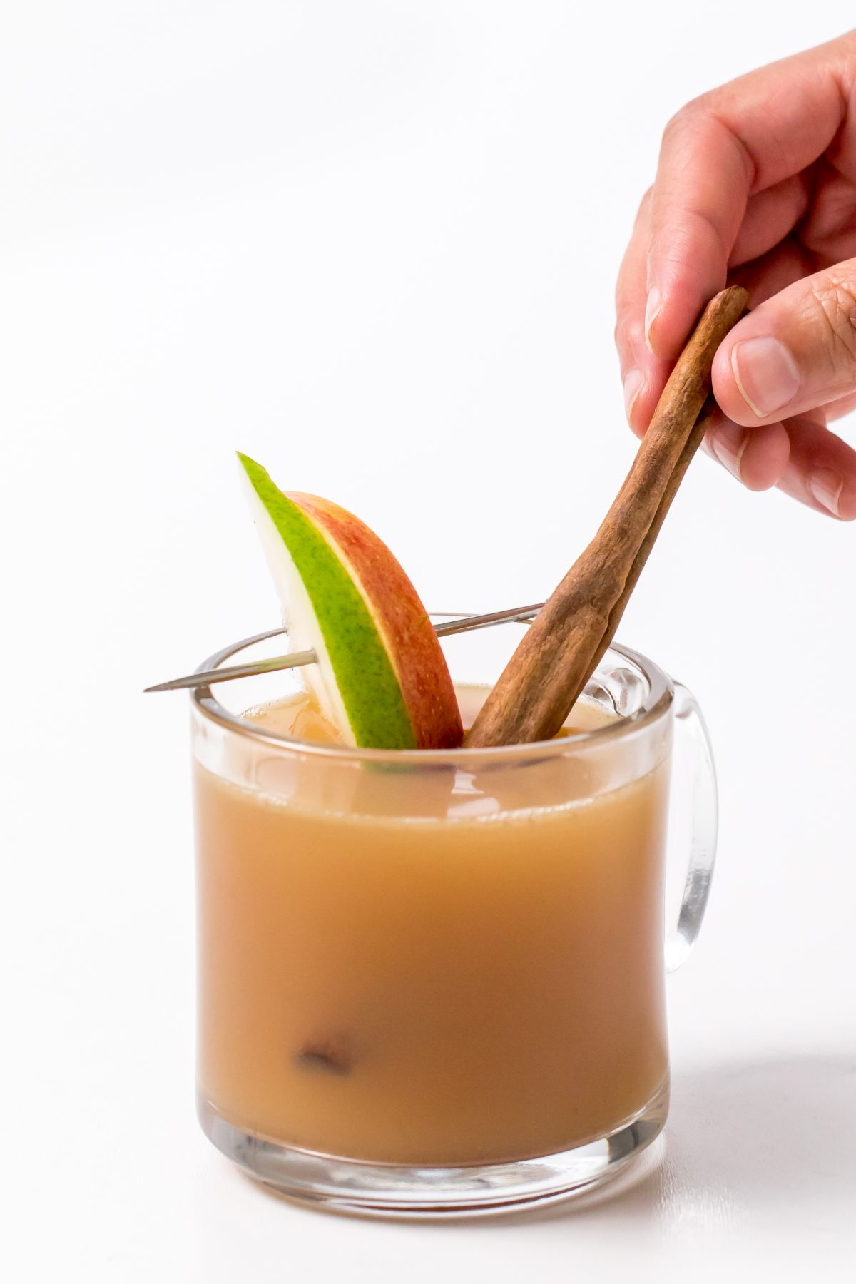 5D4B2566 - Hot Apple Cider with Buttered Rum - Pour into mugs and garnish