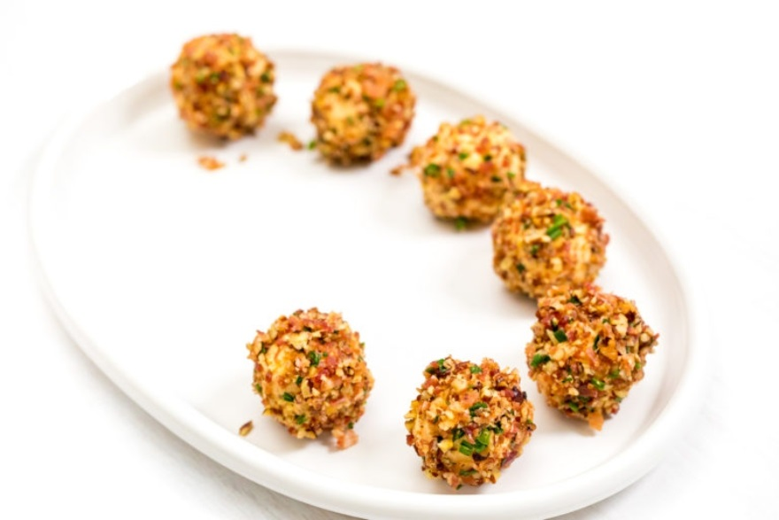 Spicy mini bacon cheeseballs