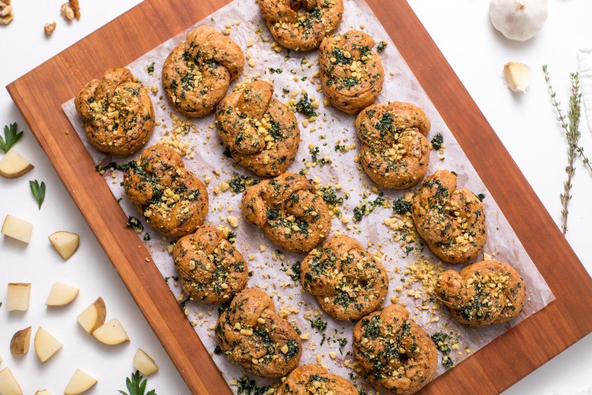 5D4B9922 - Vegan sundried tomato Parmesan knots