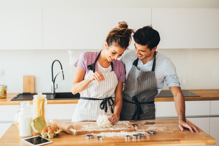 Holiday date night ideas baking cookies