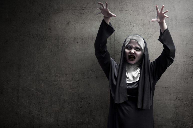 Scary women's Halloween costume ideas 2018