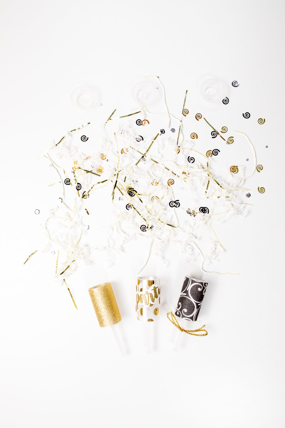 5D4B5122 - NYE Party Poppers