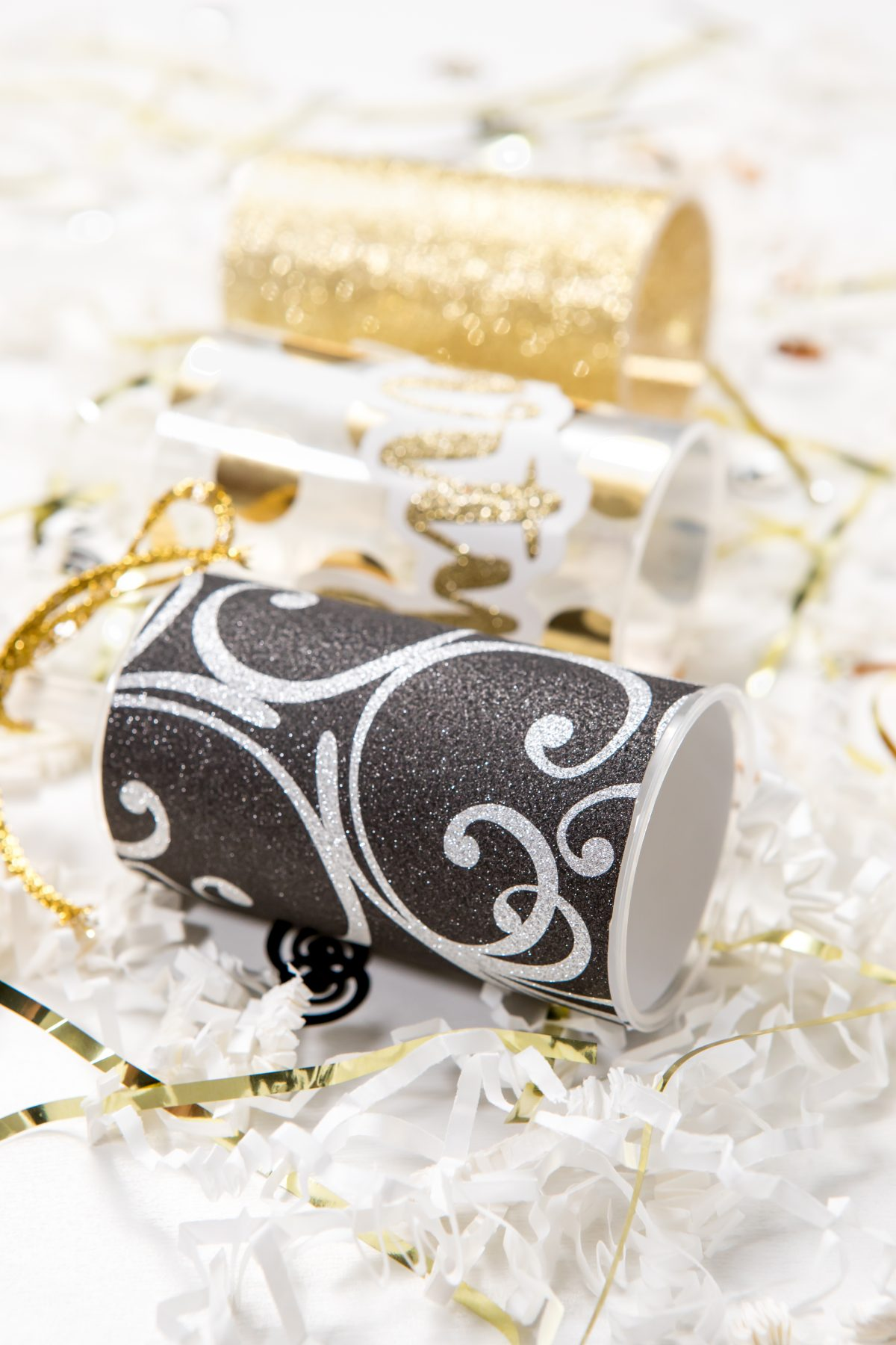 5D4B5129 - NYE Party Poppers