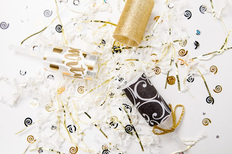 5D4B5137 - NYE Party Poppers
