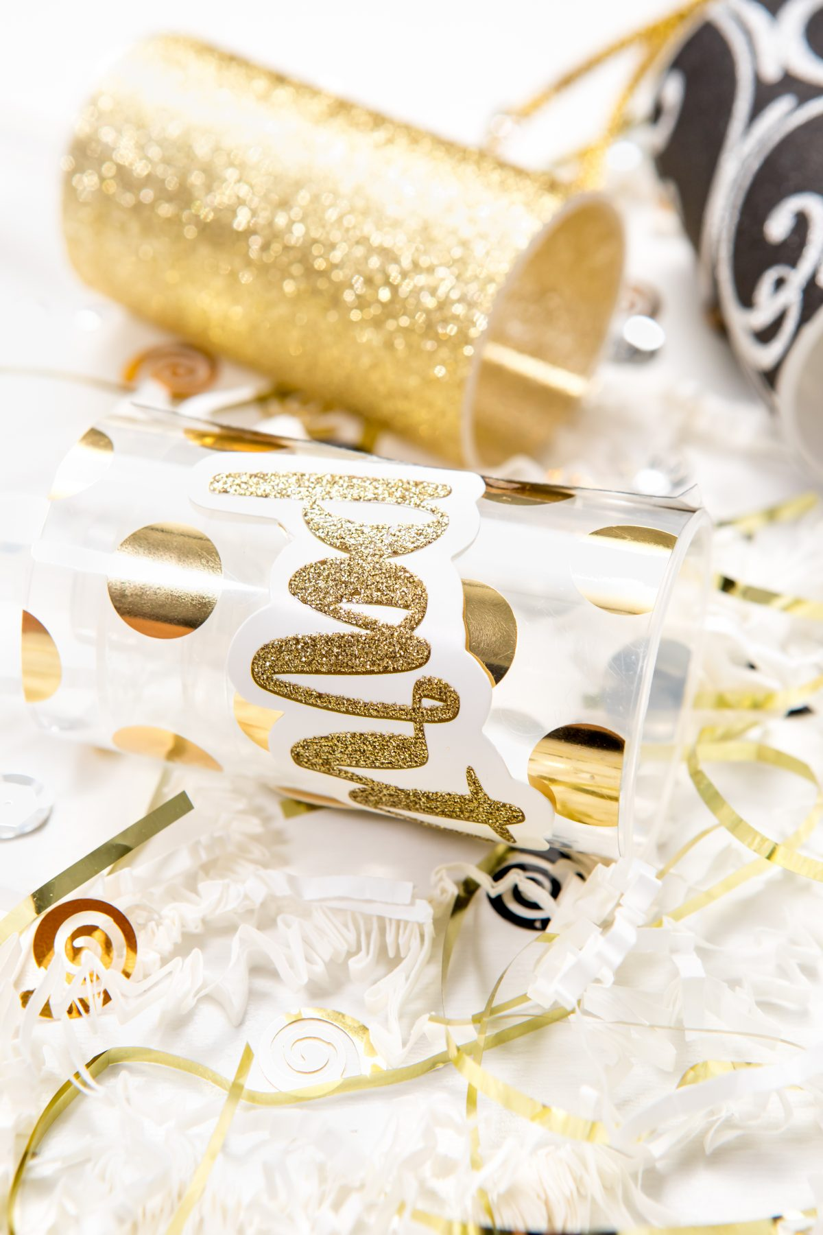 5D4B5140 - NYE Party Poppers