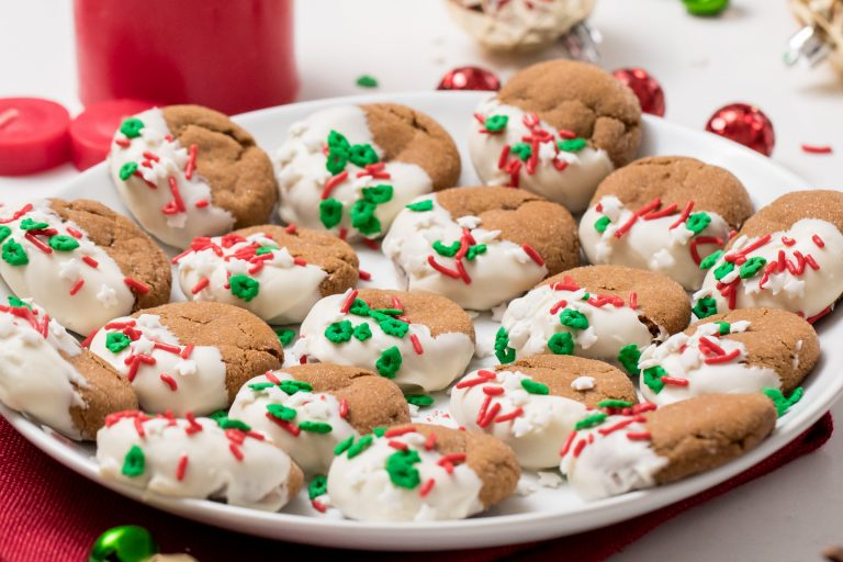 5D4B5676 - White Chocolate Dipped Gingerbread Cookies