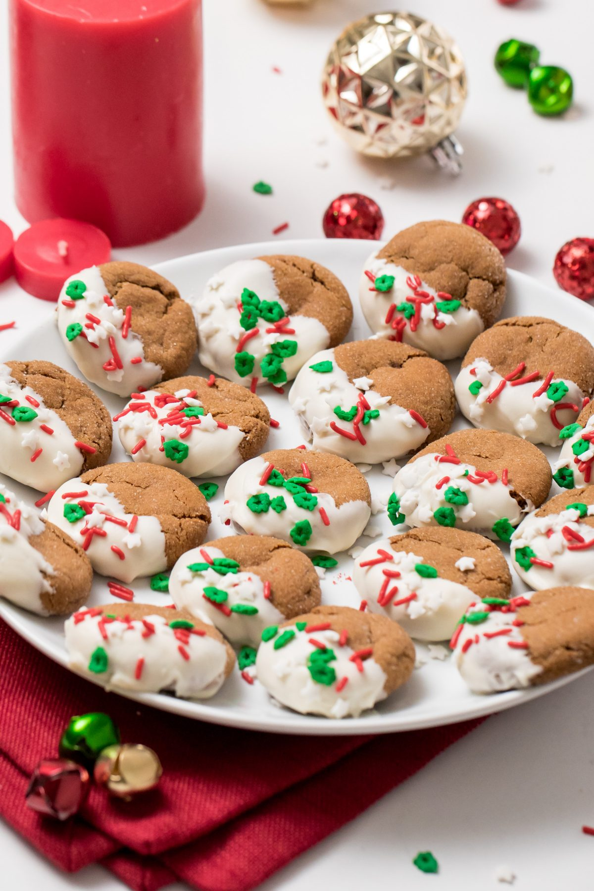 5D4B5679 - White Chocolate Dipped Gingerbread Cookies