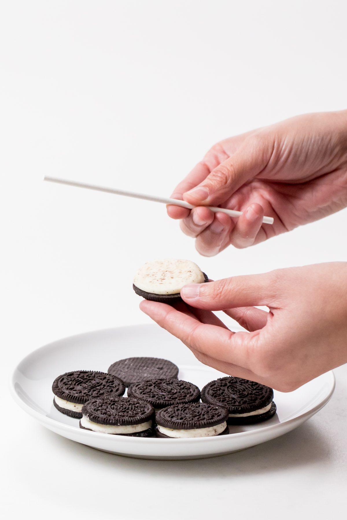 5D4B6878 - Reindeer Oreo Pops - Twist apart the Oreo cookies