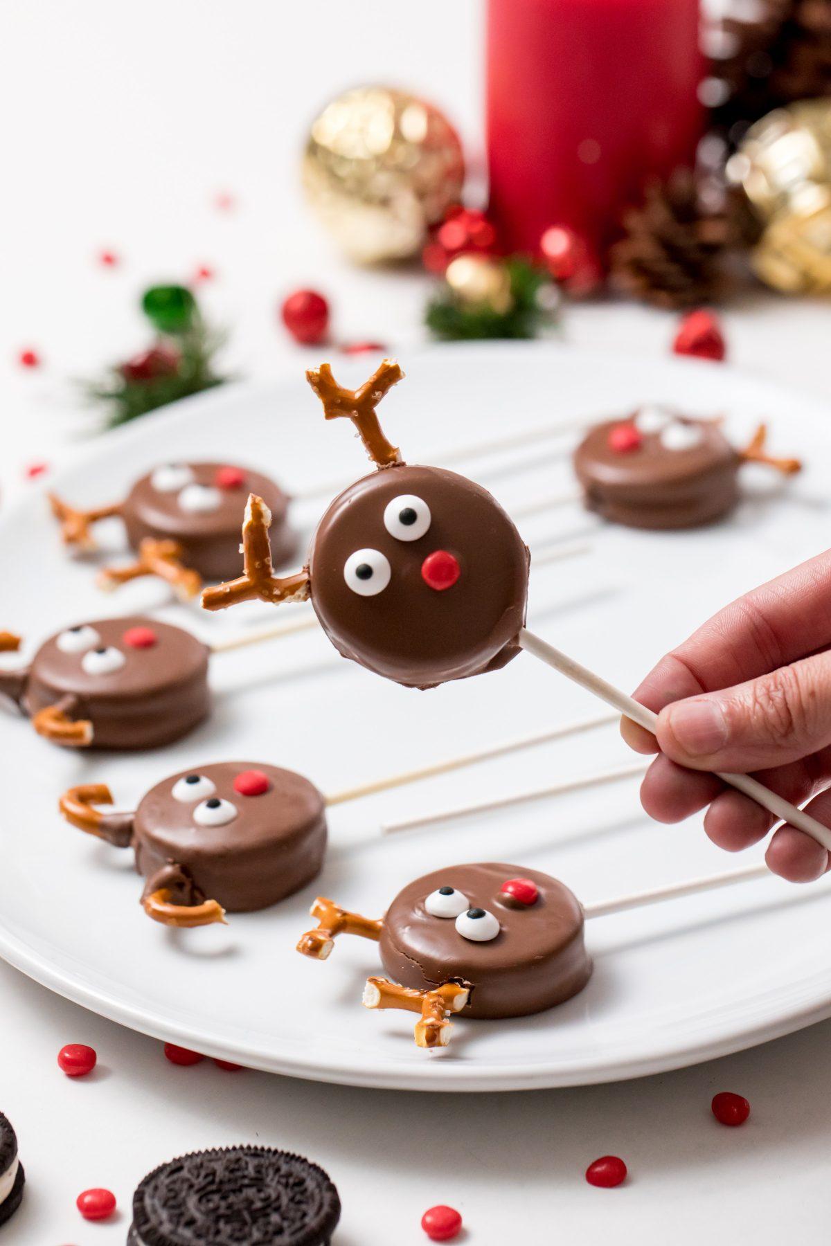5D4B7099 - Reindeer Oreo Pops