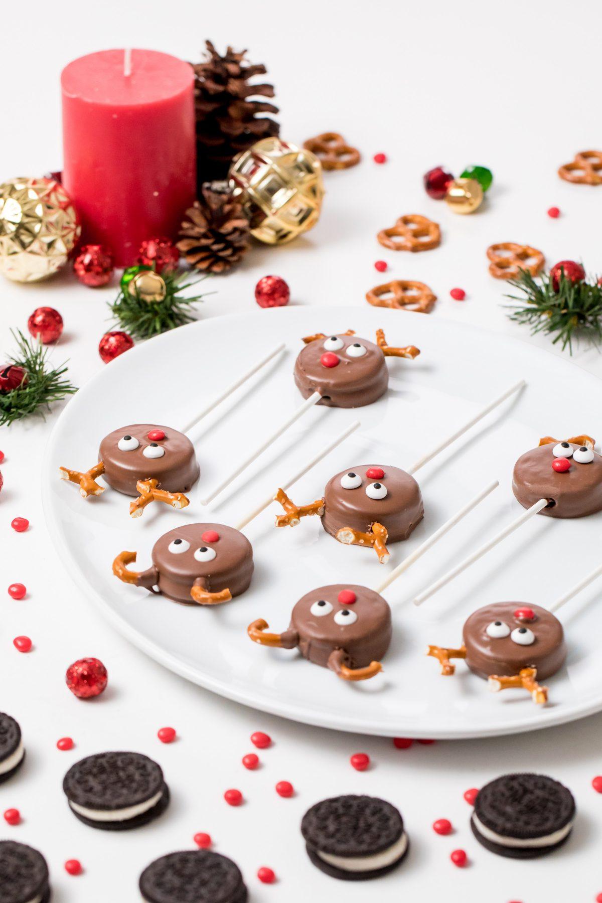5D4B7122 - Reindeer Oreo Pops
