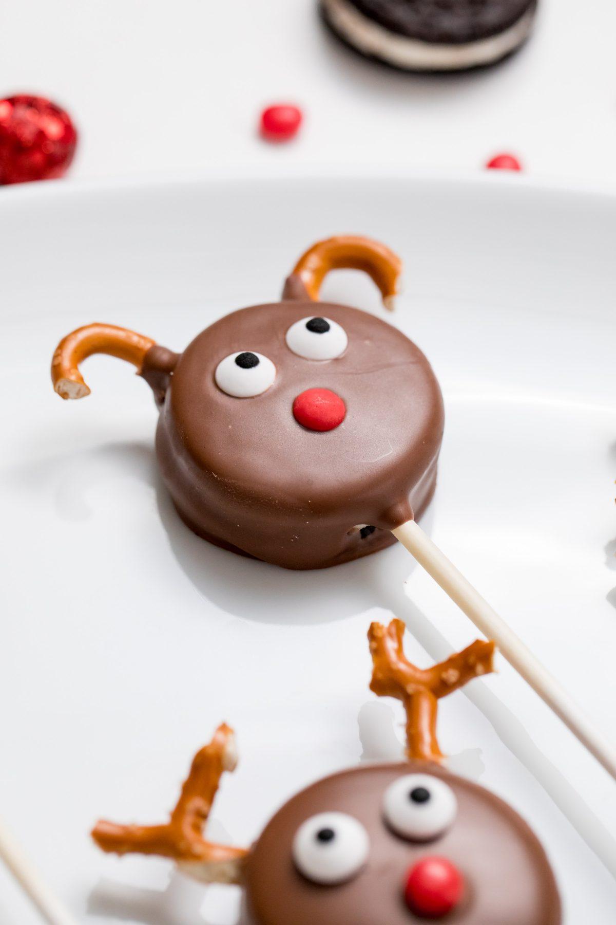 5D4B7166 - Reindeer Oreo Pops