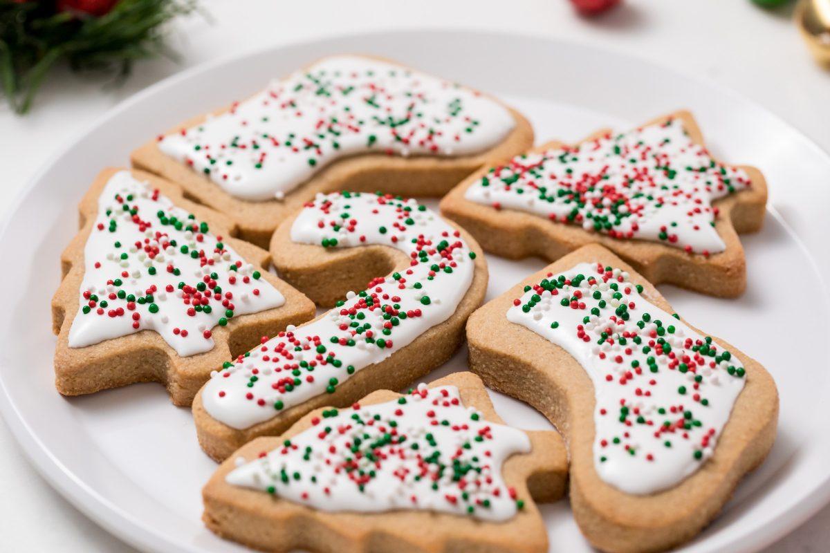 5D4B7451 - Vegan Gluten-Free Iced Holiday Shortbread Cookies - Decorate