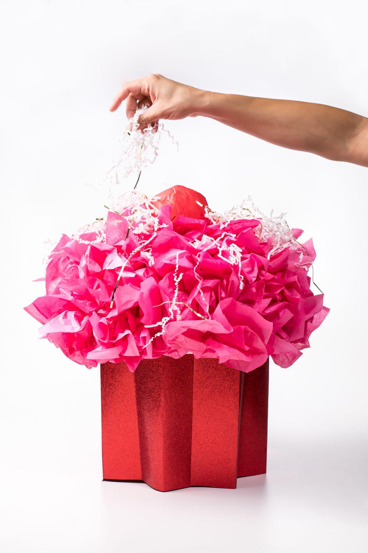 5D4B8248 - Cupcake Valentine Day Box - Add sprinkles