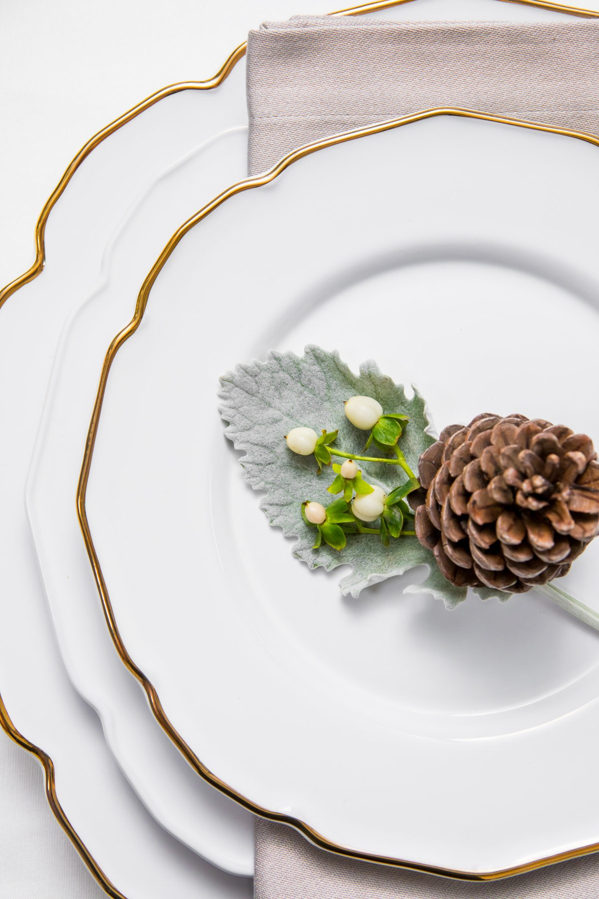 5D4B3868 - Tablescapes - Christmas-china-simple