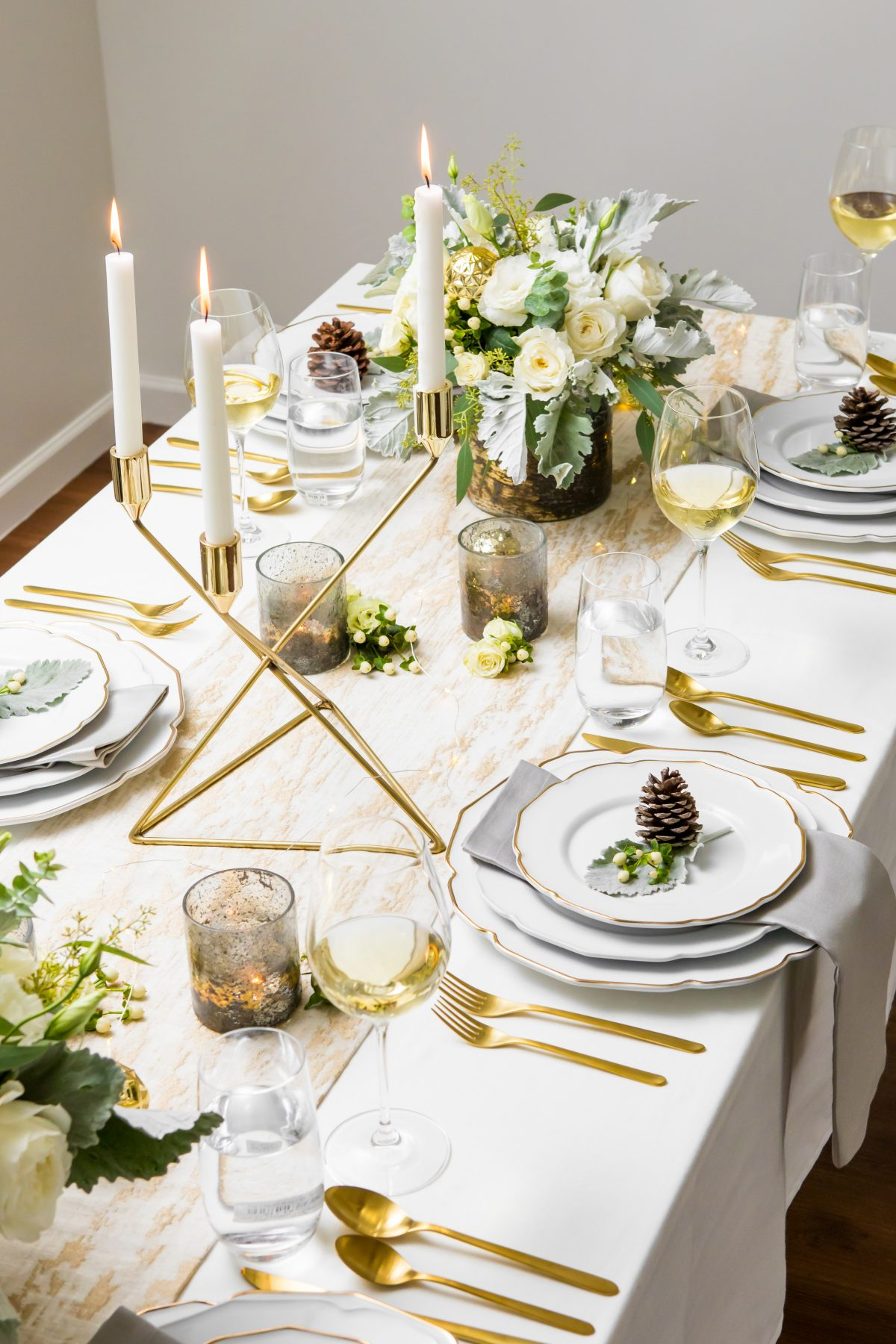 5D4B3931 - Tablescapes - Christmas-layer-linens