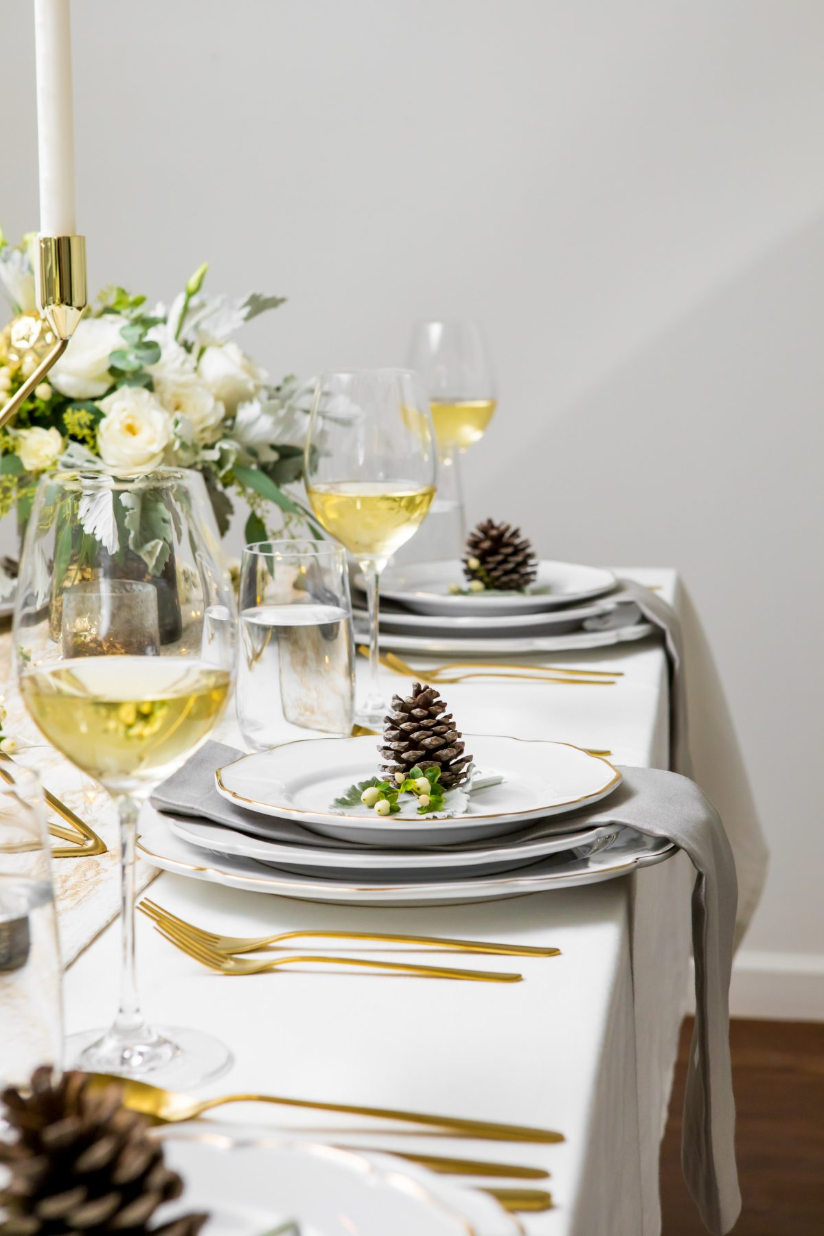 5D4B3936 - Tablescapes - Christmas-layer-linens-salad-plate