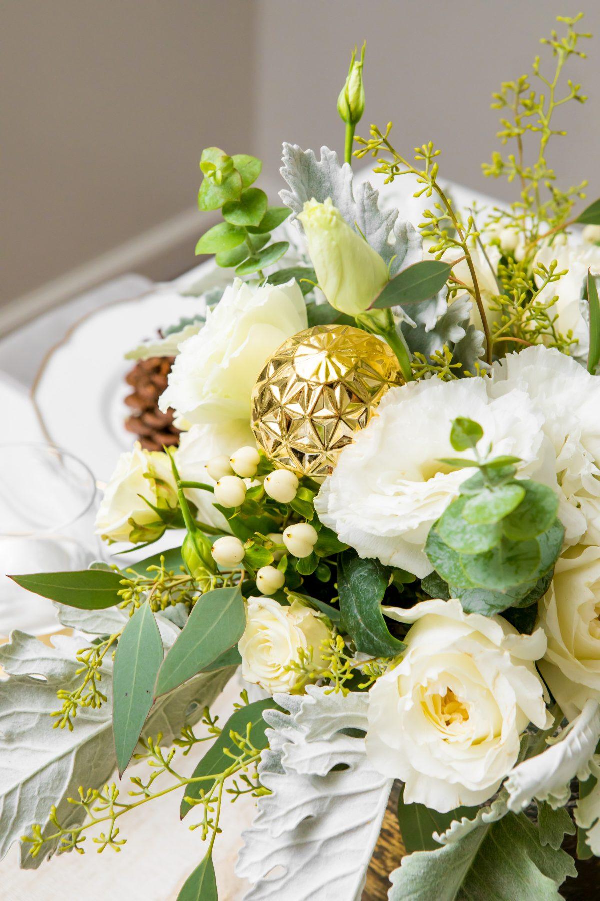 5D4B3951 - Tablescapes - Christmas-floral-arrangement-ornaments