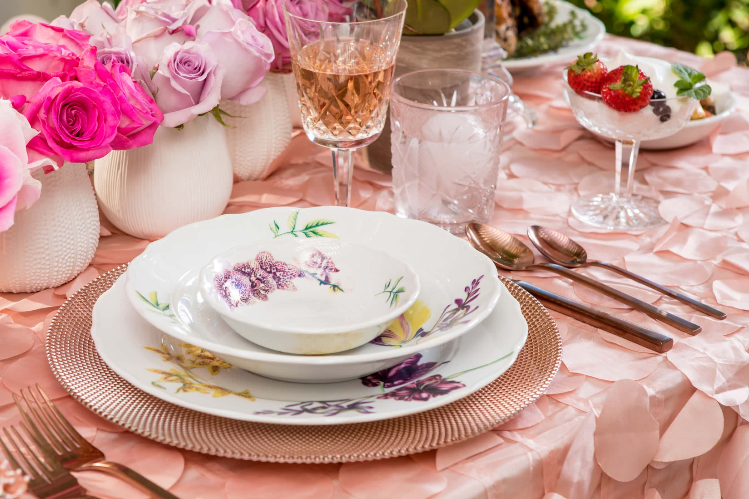 valentines-day-tablescape-blooming-plates