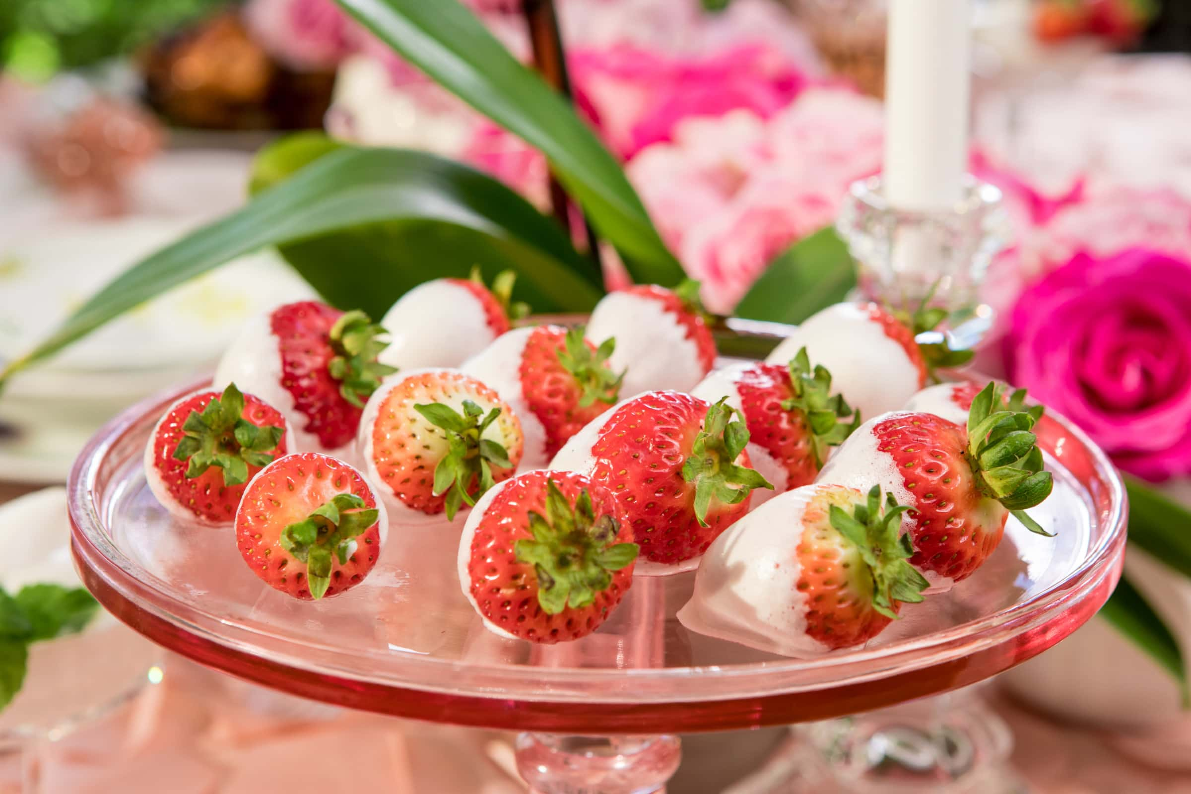 valentines-day-tablescape-chocolate-dipped-strawberries