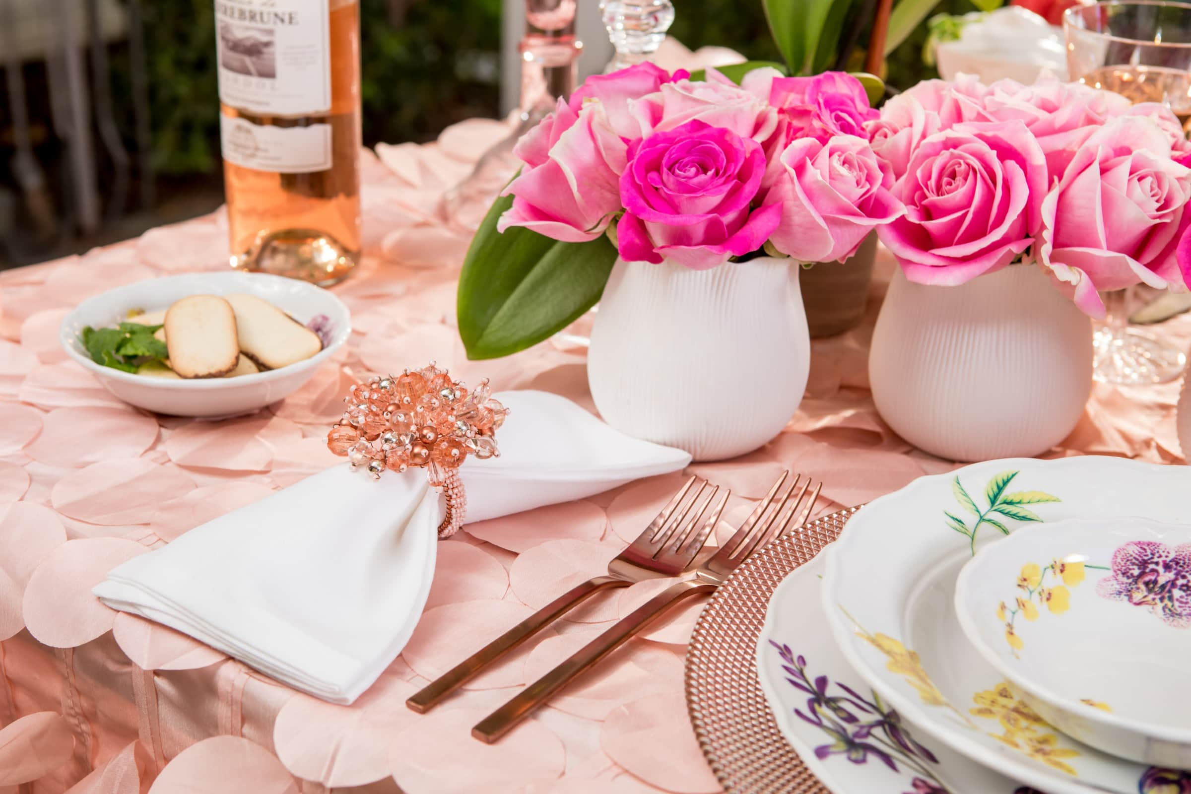 valentines-day-tablescape-tablesettings